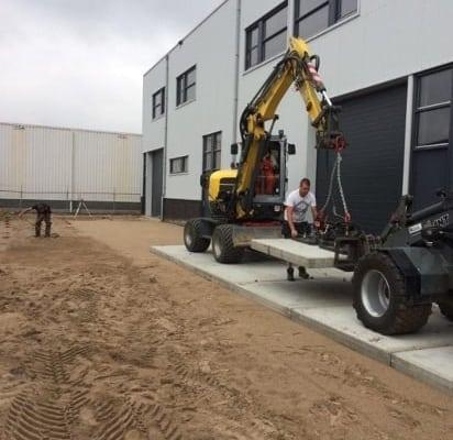 Betonplaten leggen voor H&D Dordrecht